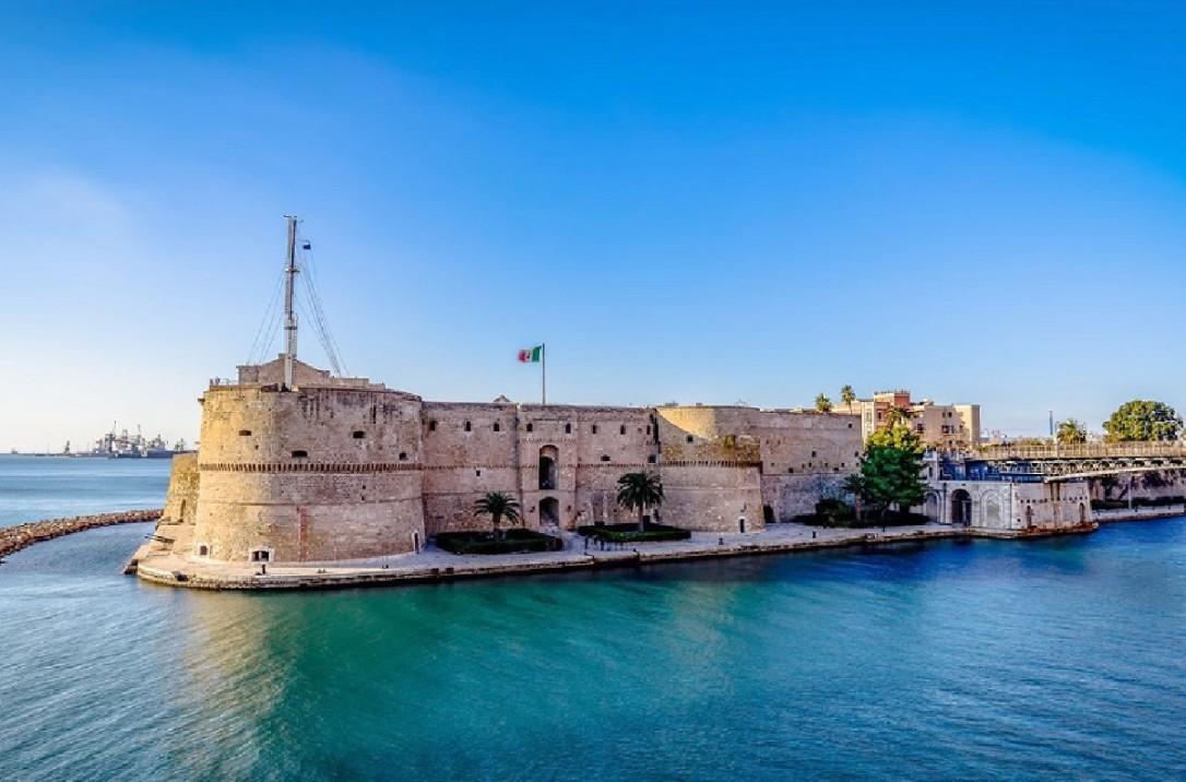 taranto-castello-aragonese-da-marina-militare-1.jpg