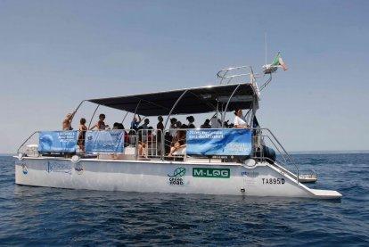 catamarano-Taras-photo-Jonian-Dolphin-Conservation