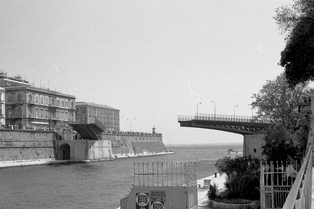 Ponte_Girevole_(Taranto)_opening_1